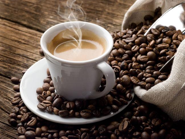 Cafein tương tác với một nội tiết tố chủ đạo trong cơ thể có tên là cortisol – giúp điều hòa đồng hồ sinh học và làm tăng sự tỉnh táo
