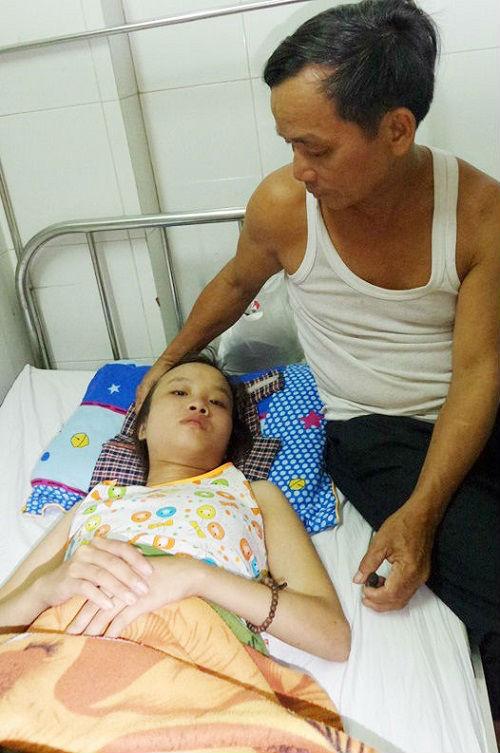 Em thương mắc bệnh hiểm nghèo được ông Phi chăm sóc tại bệnh viện tâm thần Đà Nẵng