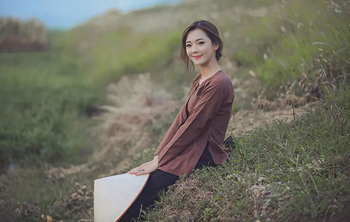 Vẻ xinh đẹp dịu dàng của Hương trong bộ ảnh này khiến nhiều người yêu thích