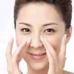 Một số nguyên nhân gây ra mụn đầu đen trên mũi của bạn